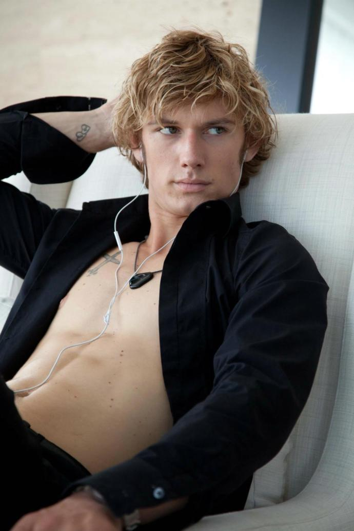 Have you masturbated to Alex Pettyfer before?