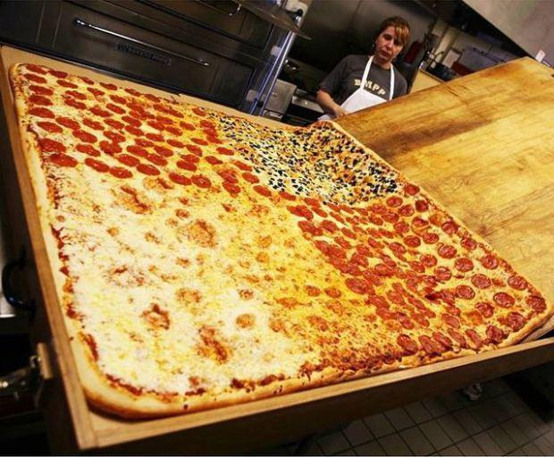 Would you and seven other GAGers eat this pizza for $1000 a piece?