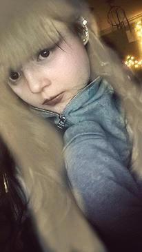 Should I dye my hair blonde?