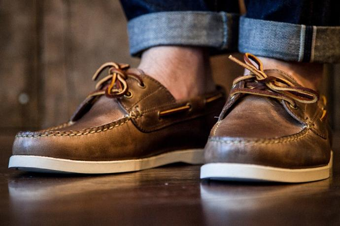 Is it criminal to wear top-sider shoes without socks?