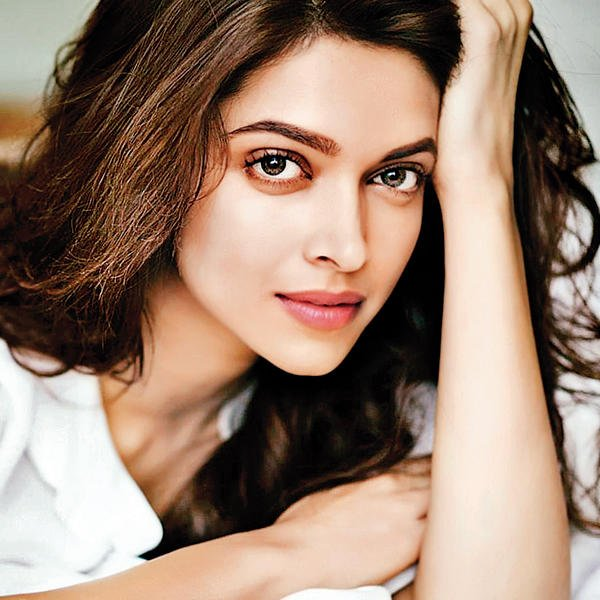Rate the apparently hottest woman in india out of 10?