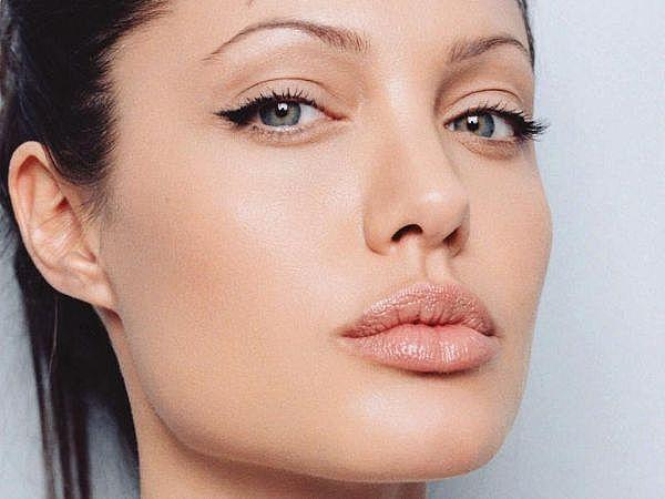 Guys do you think eyeliner looks sexy?