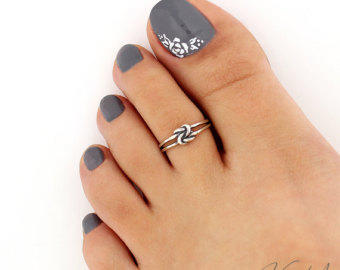 Are toe rings pretty?