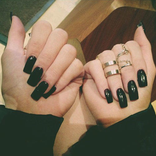 Are black nails trending in 2016? If not, what colors are?