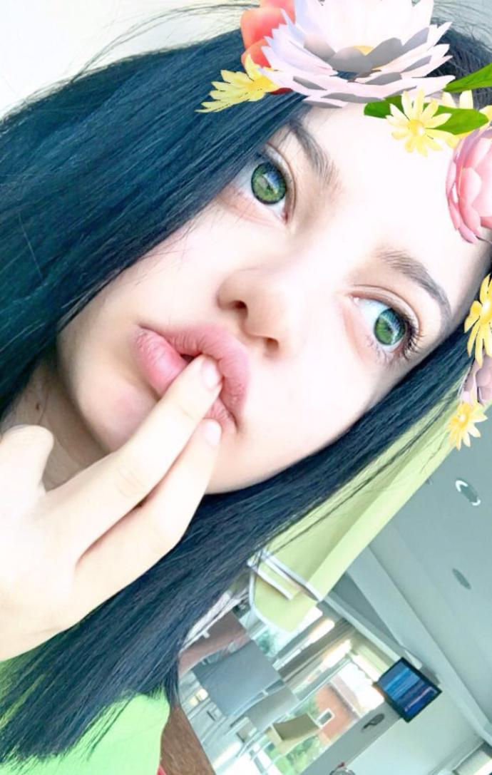 Should I dye my hair to light blue?