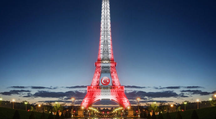What do you think turkey flag was hung from the Eiffel tower👏👏👏👏👏👏👏👏👏?