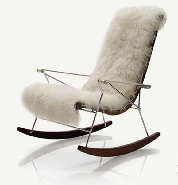 Have you sat on a rocking chair b4? Do you want to?