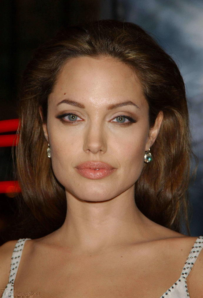 angelina jolie personality Angelina jolie's personality: angelina jolie's personality is a gift from venus, which resides in her birth chart with cancer ascendant this brings her an extremely attractive persona, fame, prosperity, fortune & acclaims from her countless fans across the globe.