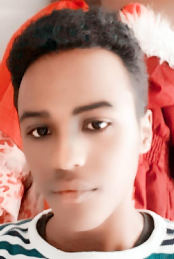 How do I look? (Is this how you do a selfie? or is the duckface necessary ( ͡° ͜ʖ ͡°)?