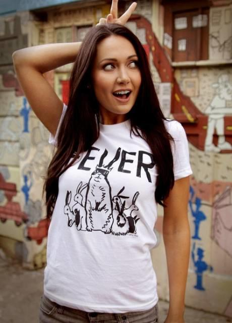 Who thinks Naomi Kyle or Jessica Chobot is the prefect gamer girl?