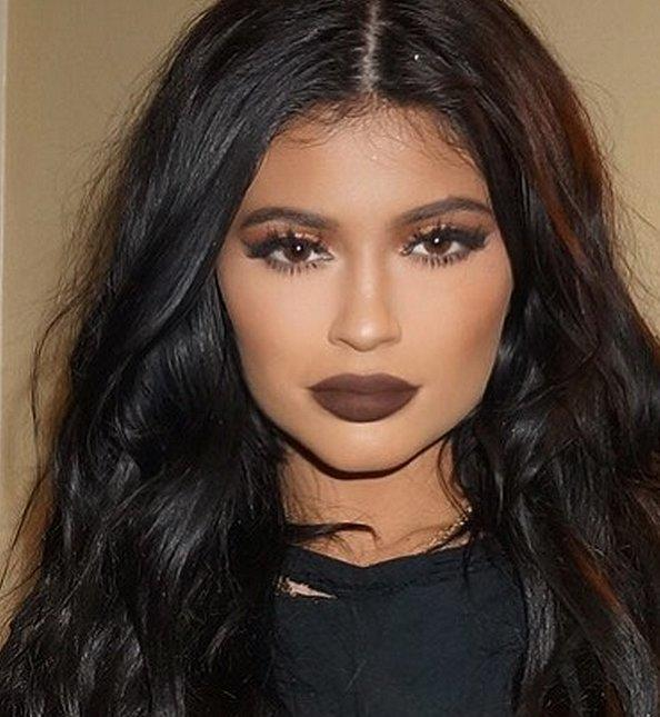 Guys, do you think this brown lipstick looks hot?