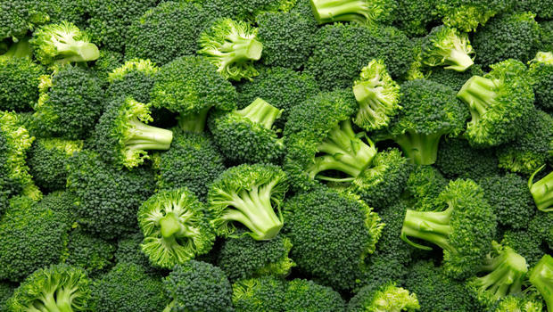 i'm going to cook broccoli now !! : D . WHO likes broccoli ??