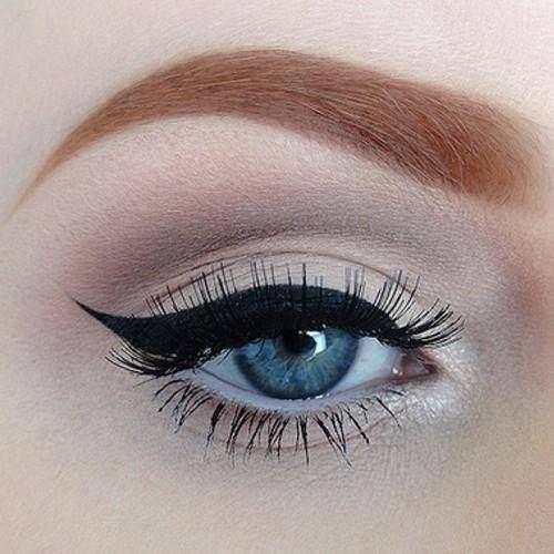 Guys, Im curious do guys like girls who wear winged eyeliner?