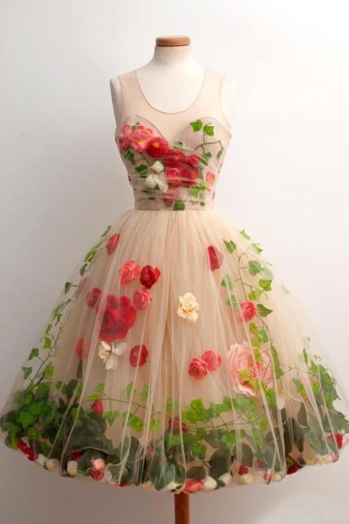 Girls, do you like this vintage dress?
