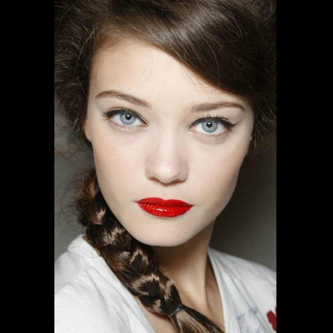 Do you like bold eyes (smokey eye with liner, shadow and mascara) or bold lips (with bright or dark red color) more?