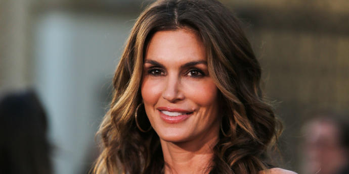 Dog owners look like their dogs: does Cindy Crawford looks like a German Shepherd?