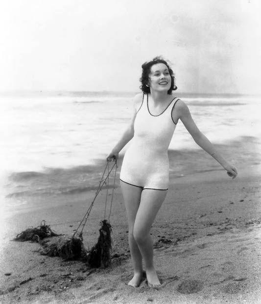 Girls, do you like this old photo of  Maureen O'Sullivan in 1937?