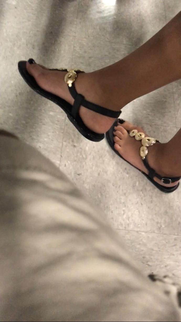 Girls, 1-10 how pretty are her feet? Be honest would you say she would gain attraction from foot fetishers and guys who love to play footsies?