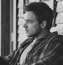 Why are guys with an edgy rugged style more attractive?