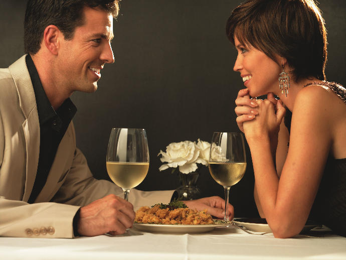 Girls, guys, what does the table need to look like for a dinner date, to make it nice and romantic?