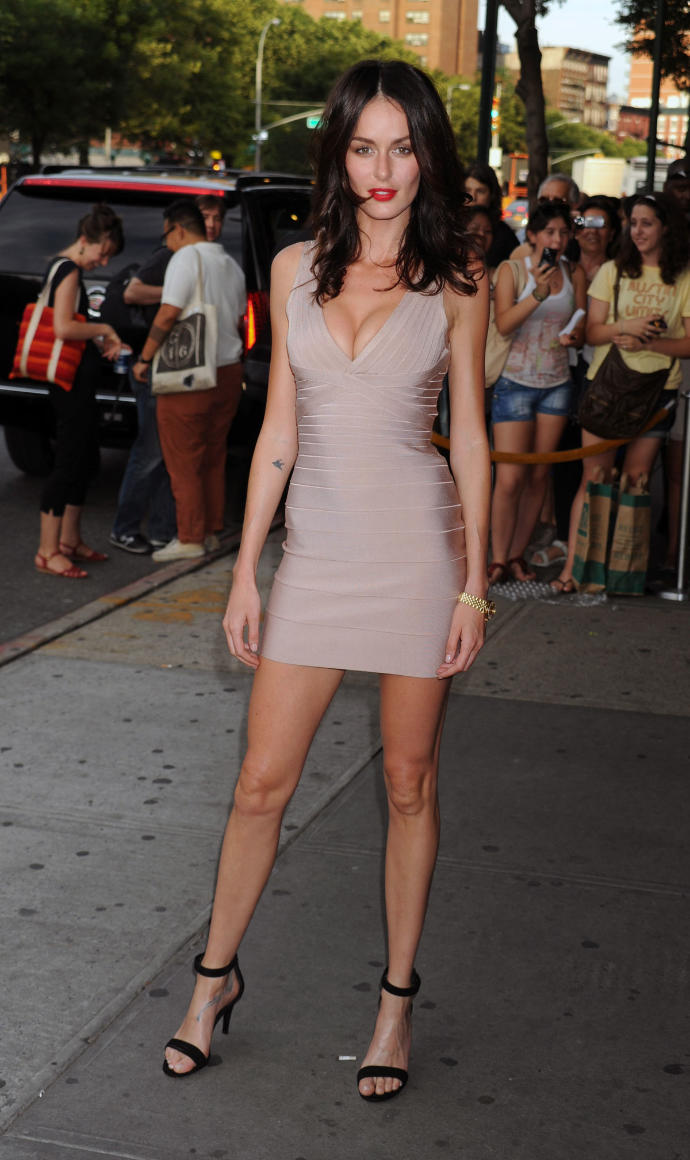 2. Girls, what do you think of Nicole Trunfio's outfit here?