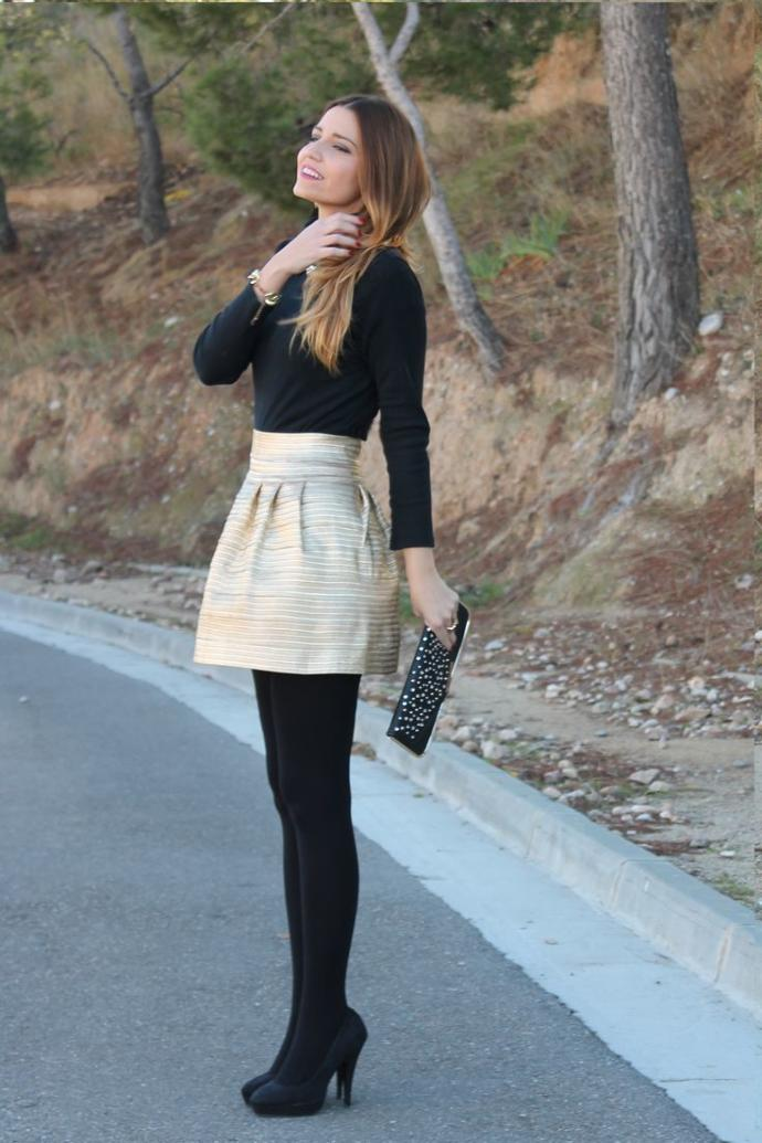 2. Girls, do you like her outfit?