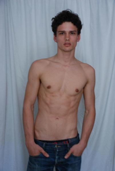 Girls, Do you like Skinny guys or Beefy Muscular guys?