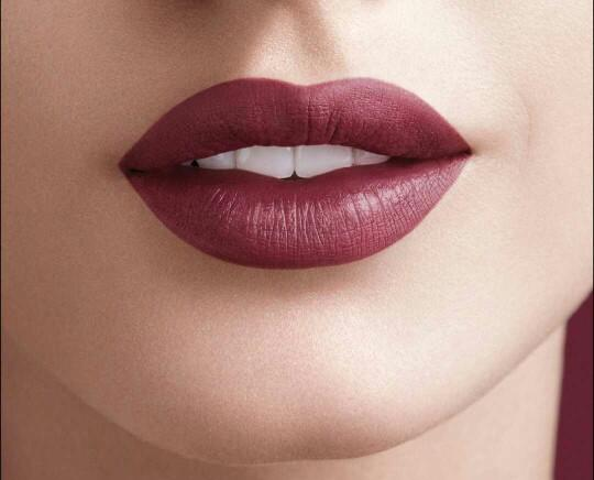 Guys: Glossy or matte lipstick, or none??