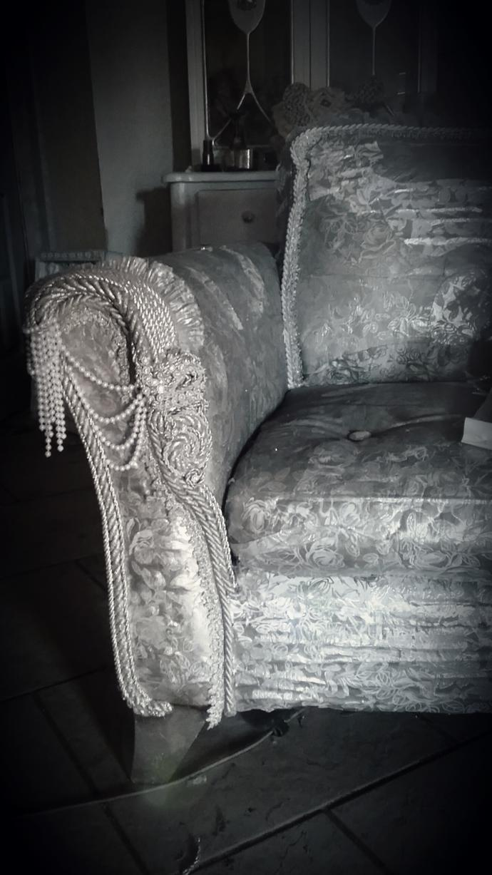 Do you think this chair is pretty? What vibe would it bring to a room?