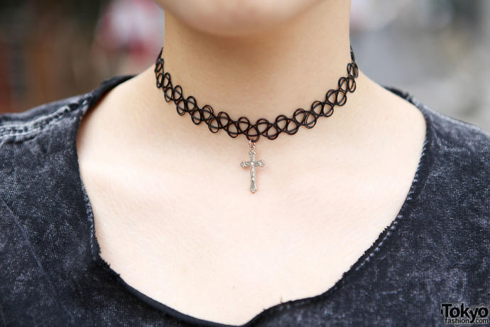 Ladies do you feel differently when wearing a choker vs wearing a regular necklace? Guys do you see girls differently based on their necklace?