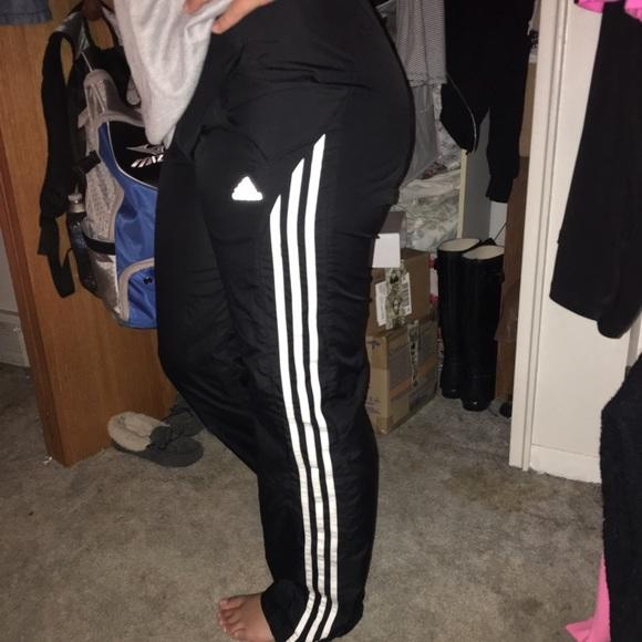 Girls, Do you think my girlfriend should wear these pants does anyone else wear them too ?