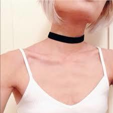 Does this choker look good?