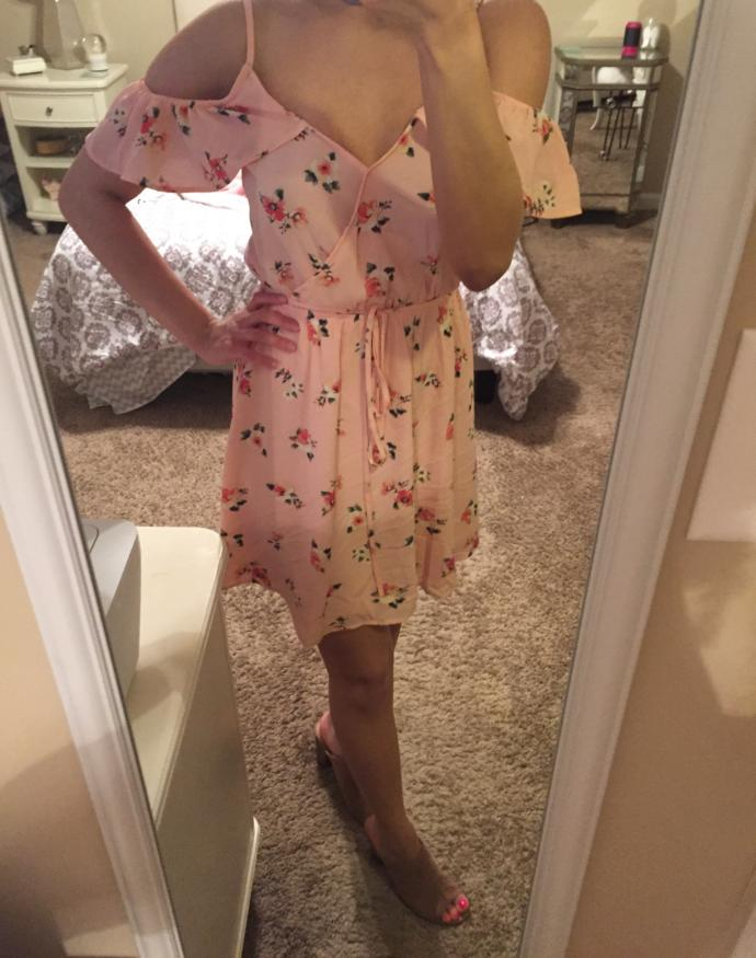 Does this dress have an old fashioned vibe to it ?