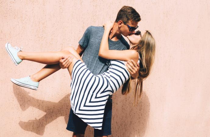 Hot kissing wallpapers hd