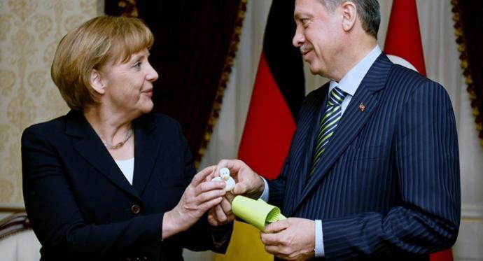 Do Erdogan and Merkel love each other 😂?