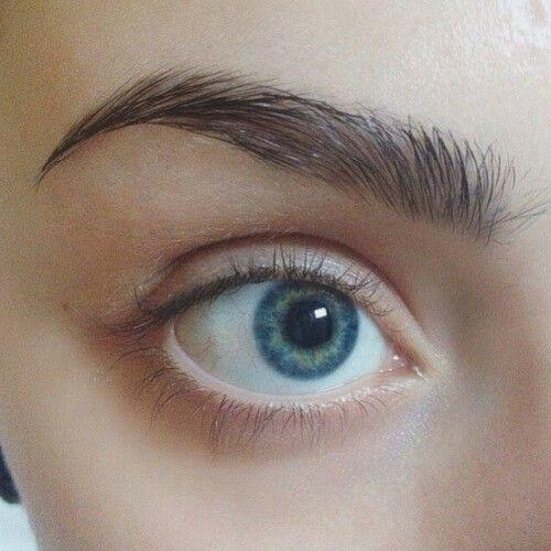 Do you prefer Natural Eyebrows or Drawn On?