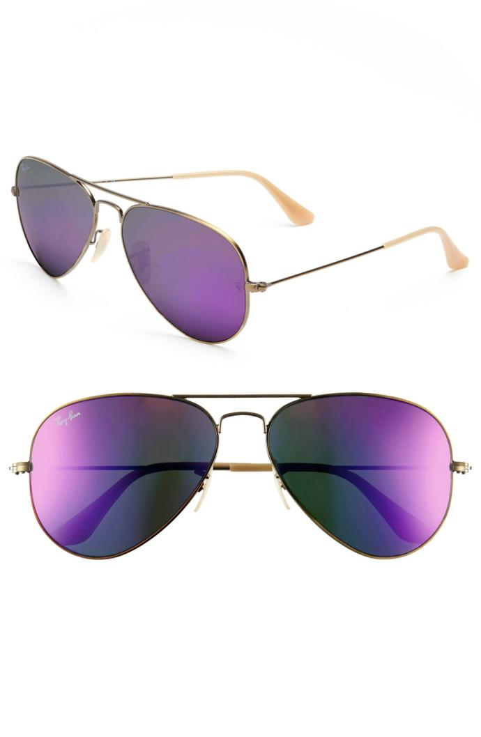 Which of the following sunglasses fits better?
