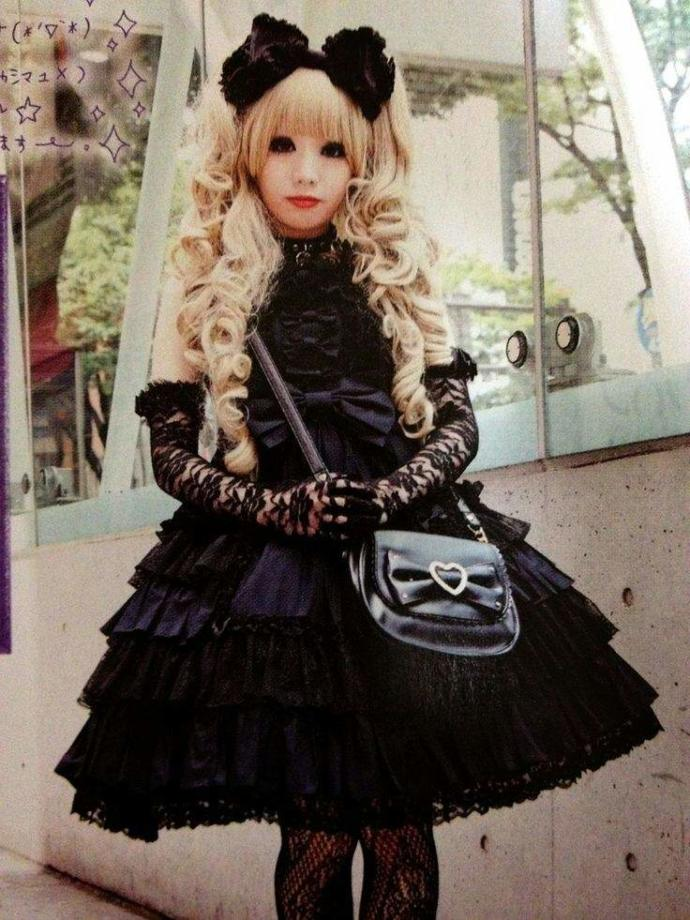If a woman liked to wear Lolita fashion would this be unattractive to most guys?