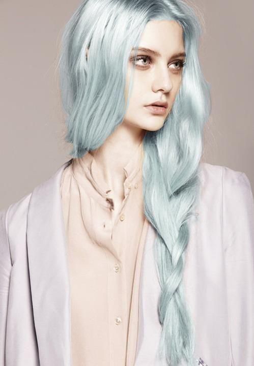 If I'd chose a women with an other worldly hair hue, it would have to be her lol agree?