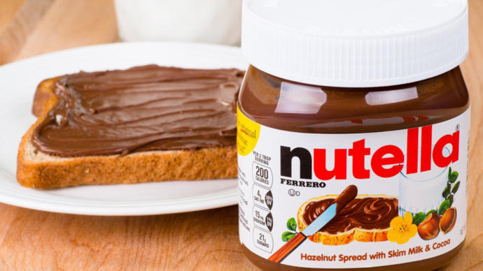 is nutella (hazelnut chocolate spread) or chocolate healthier?