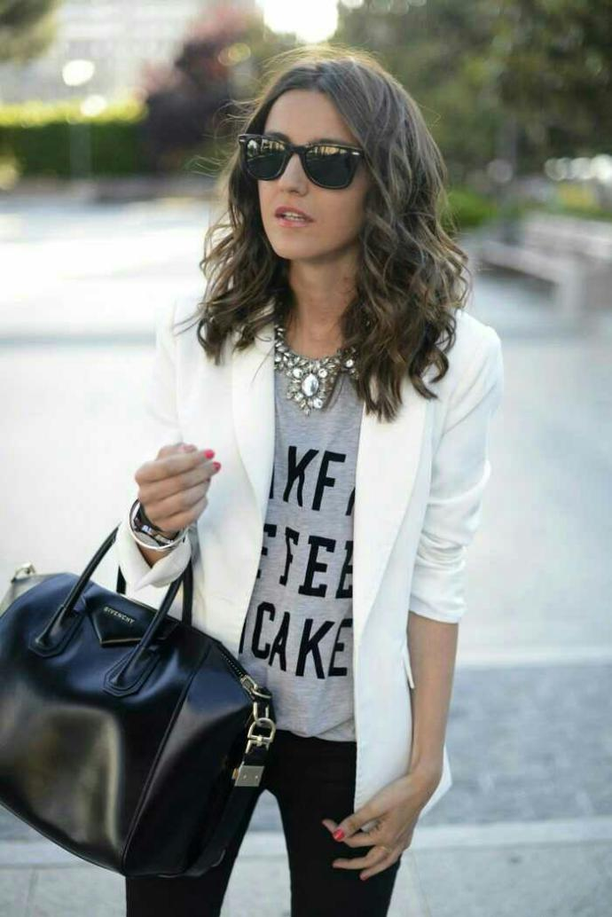 Do you think the blazer with jeans and a graphic tees are a good style??