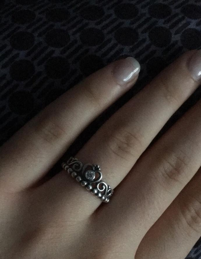 Does this ring look like sn engagement ring?