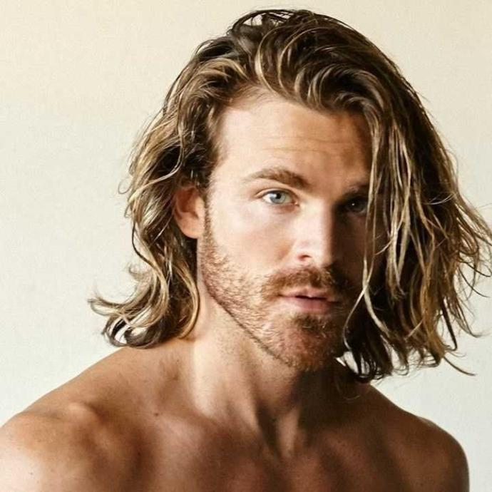 Do you find men with long hair (enough for a pony tail) attractive??