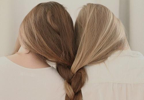 Natural blondes or natural brunettes?