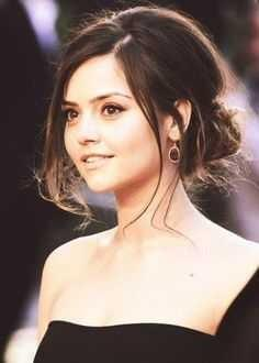 Does anyone else think Jenna Coleman is pretty??