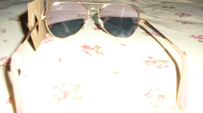 Would people noticed that these are women's aviator sunglasses ?
