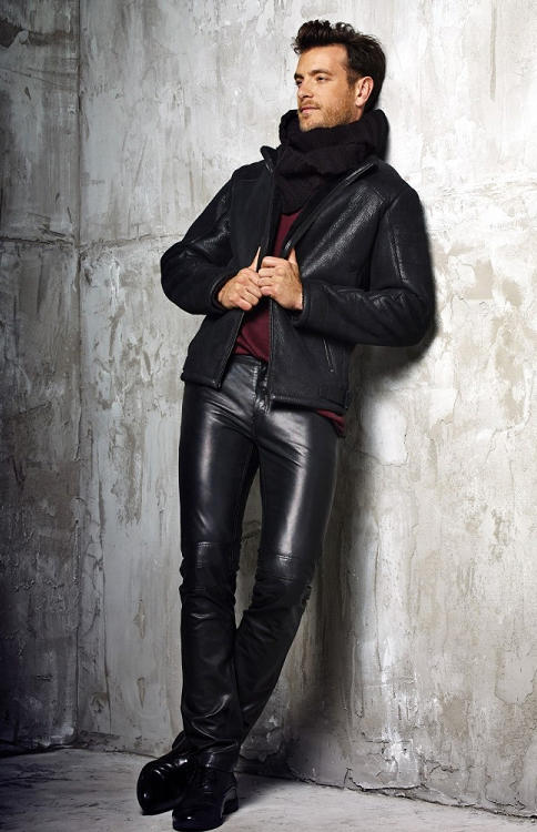 Guys, do you personally think there is any way a man can wear head to toe leather, and look good/cool?