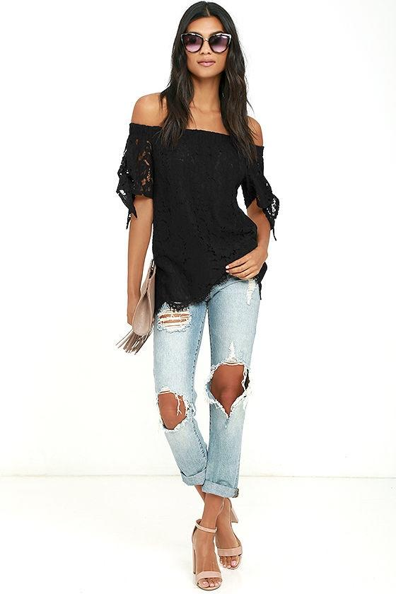 Which pair of jeans would look best with this shirt ?