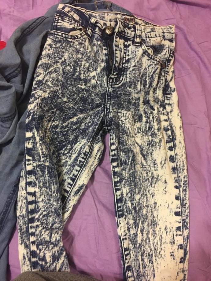 What kind of shirt would look right with these pants?