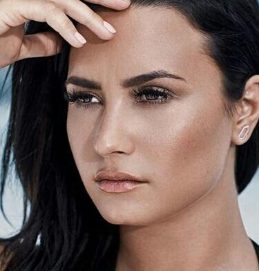 Demi Lovato vs Selena Gomez.Who is prettier ?